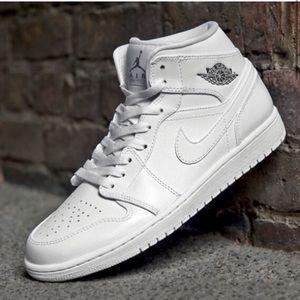 Jordan retro 1 mid all white 10.5